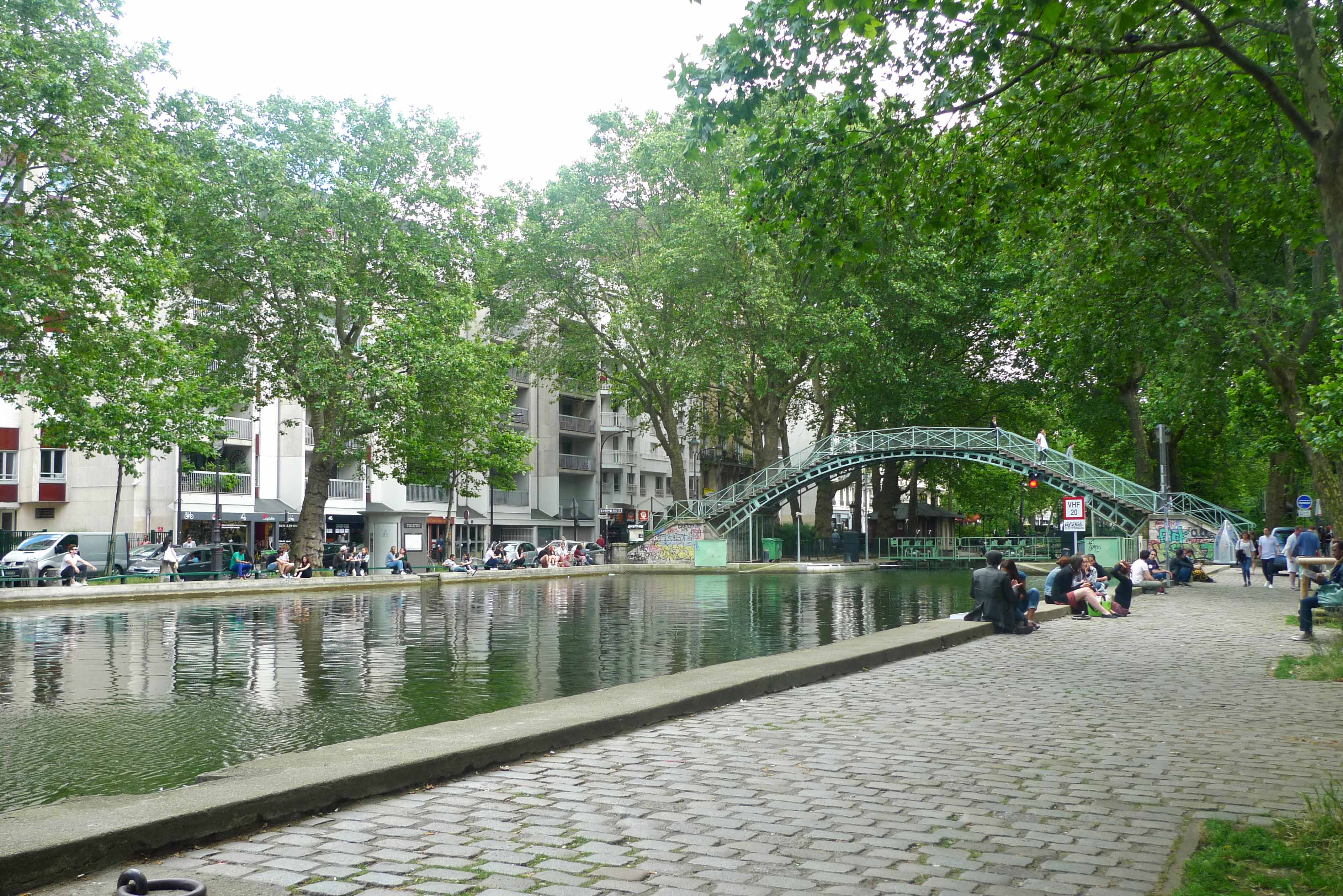canal saint martin food tour by localers coveted places. Black Bedroom Furniture Sets. Home Design Ideas